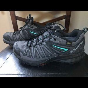 Salomon hiking shoes size 7.5